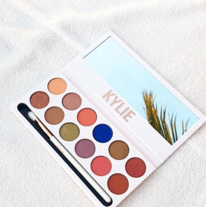kylie-cosmetics-royal-peach-eye-shadow-palette